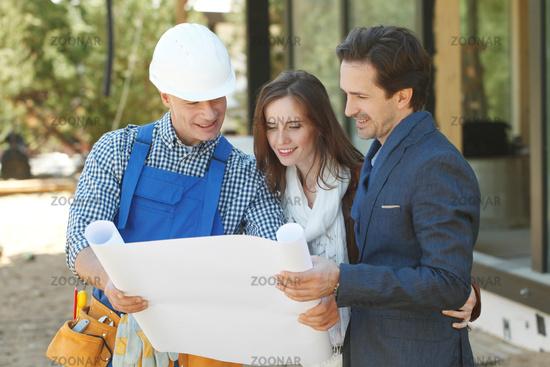 Foreman shows house design plans