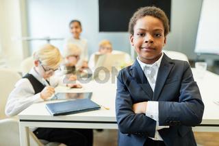 Afrikanischer Junge als Manager oder Berater