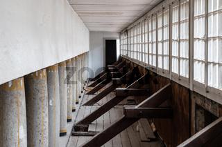 Badezellen im Badehaus 2 mit Säulenempore