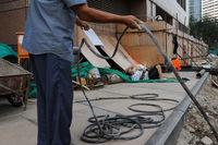 Peking, China, Arbeiter auf einer Baustelle im Geschaeftszentrum der Hauptstadt