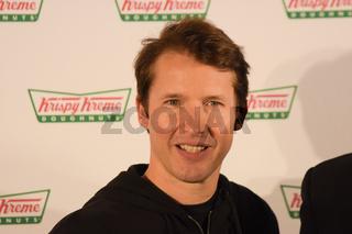 British Singer-Songwriter James Blunt (* 1974) opens the very first Krispy Kreme Doughnuts shop in Germany.