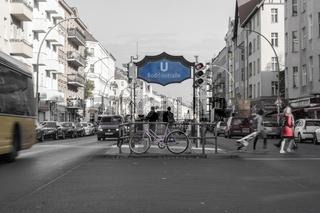 Purple bicycle at the underground station boddinstrasse