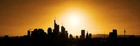 Skyline von Großstadt als Panorama Silhouette
