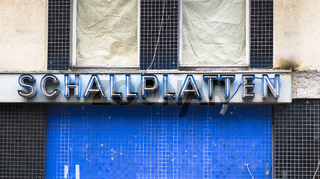 neonschriftzug: 'schallplatten'
