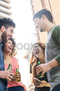 Studenten als Freunde haben Spaß auf einer Party