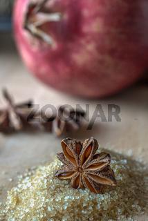 Sternanis und Granatapfel