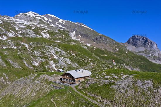 Mountain refuge Geltenhuette, summit Mutthore behind, Lauenen, Bernese Oberland, Switzerland