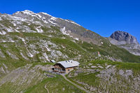 Mountain refuge Geltenhuette, summit Mutthore behind, Lauenen, Bernese Oberland, Switzerland