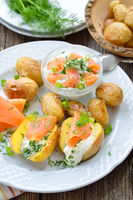 Baked baby potatoes with curd and salmon