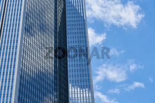 Modernes Hochhaus von Bank oder Büro in Frankfurt