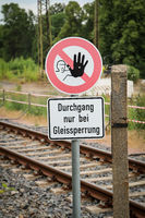 A sign indicates a ban on crossing railroad tracks