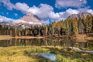 Herbst am Antornosee unter den Drei Zinnen, Dolomiten, Suedtirol
