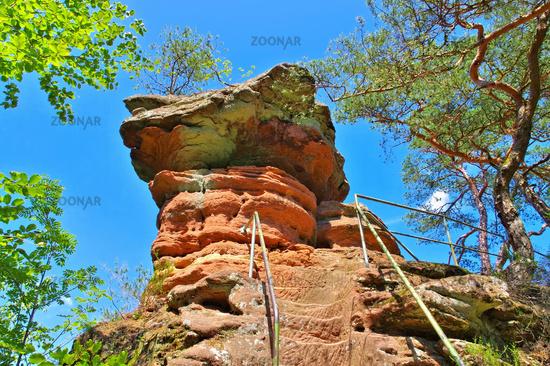 Schwalbenfelsen im Dahner Felsenland - Swallow rock in Dahn Rockland, Germany