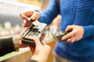 Bargeldloses Bezahlen via NFC mit Kreditkarte