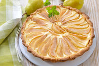 Pear tart with curd cheese