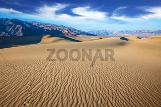Small ripples on dunes