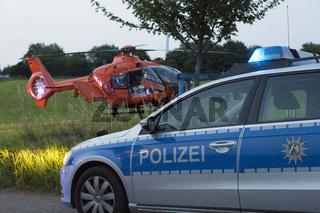 Unfall, Polizeiauto und Rettungshubschrauber