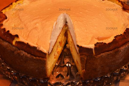 Mandarin cheese cake with meringue