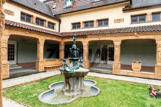 Schmuckhof im Badehaus 2 der Jugendstil Anlage Sprudelhof
