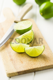 The green sliced lime.