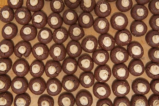 Weihnachtsplätzchen mit Kakao, formatfüllend