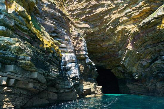 Grotte von Morgat an Atlantikküste der Bretagne