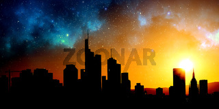 Urbane Großstadt Skyline Silhouette abends