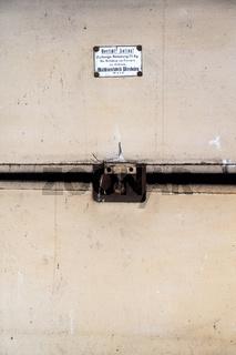 Alter Aufzug zum Transport von Wäsche