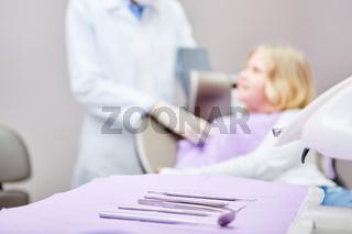 Zahnarzt Besteck für Untersuchung in der Arztpraxis