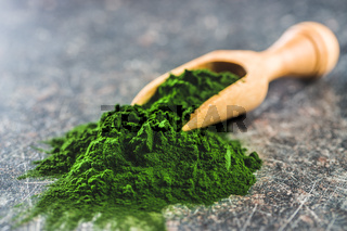 Green chlorella powder.