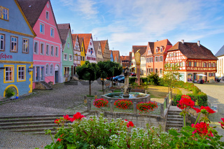 die Stadt Aub mit Brunnen in Deutschland -  the town Aub in Germany, well at the market square houses