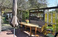 Garten Terrasse im Frühling