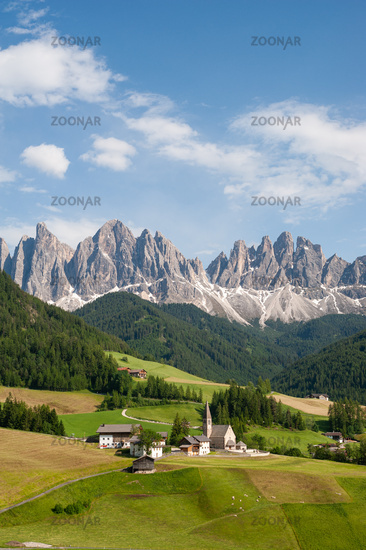 St. Magdalena, Villnoess, Trentino, South Tyrol, Villnoesstal Nature Park with the mountains of the Puez Geisler Group