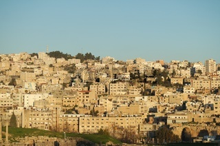 Blick von Gerasa auf die Neustadt  Jerash, Jordanien
