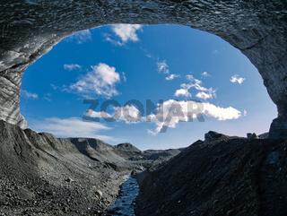 Eingang vom Gletscher zur blauen Gletscherhöhle