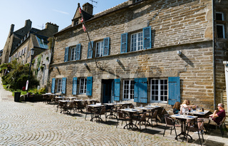 slow business in the tourist season at an idyllic French restaurant with few guests