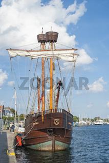 Traditionssegler im Hafen in Travemünde