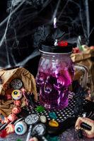 Eiskalter Cocktail fuer Halloween