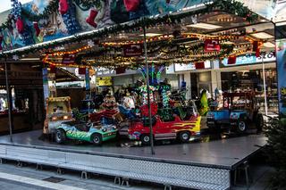 Kinderkoroussell auf Weihnachtsmarkt