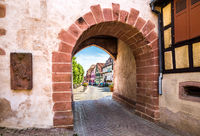 The main entrance to the city through the arch in the fortress wall of the 13th century.