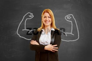 Geschäftsfrau mit Muskeln aus Kreide