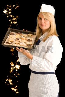 Bäckerin mit Weihnachtsplätzchen