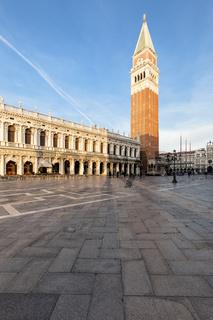 Der Markusturm auf dem Markusplatz von Venedig