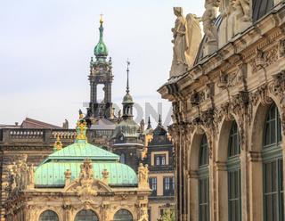 Barocke Türme, Dächer und Figuren,  Dresden, Sachsen, Deutschland