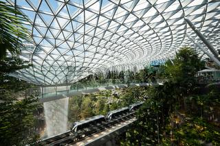 Singapur, Republik Singapur, Forest Valley mit Wasserfall im Jewel Terminal am Flughafen Changi