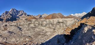 Blick über den Ngozumpa Gletscher in Nepal