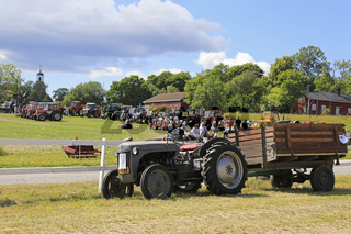 Tractors on Kimito Tractor Cavalcade