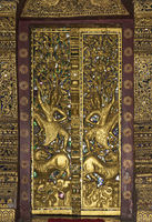 Splendig gilded wooded door panels in bas-relief, Temple Wat Pa Phai, Luang Prabang, Laos
