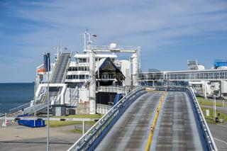 Fährhafen mit Autoverladerampe in Puttgarden auf der Insel Fehmarn