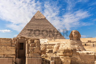 The Grreat Sphinx, ruins of the temple of Giza and the Puramid of Kafre, Cairo, Egypt